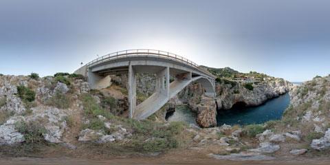 Il ponte del Ciolo vicino a Santa Maria di Leuca, foto panoramica immersiva VR a 360°