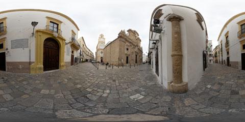 Gallipoli panoramica a 360° della Cattedrale di Sant'Agata, di Palazzo Balsamo (sede del palazzo comunale e il pavimento in basolato