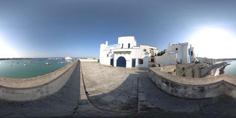 Otranto panoramica a 360° sul porto dall'alto delle mura antiche