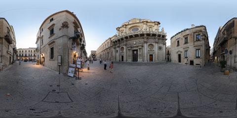 Lecce panoramica a 360° della Basilica di Santa Croce e del Palazzo dei Celestini, splendidi esempi del barocco leccese