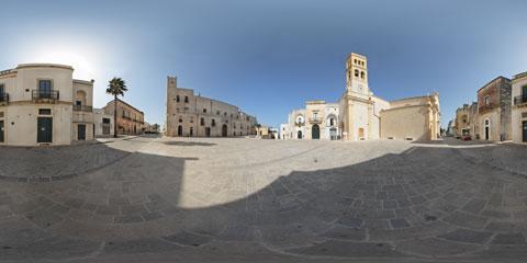 Specchia, foto panoramica VR a 360° in Piazza del Popolo