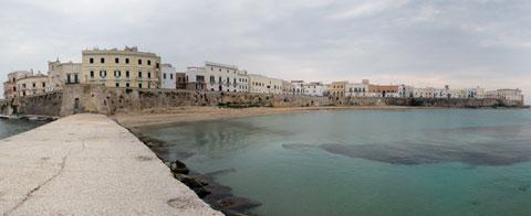 Isola di Gallipoli vista dal molo Sud del porto del Lazzaretto