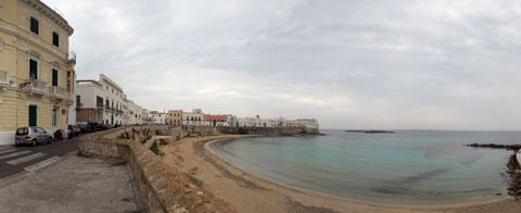 Veduta dalle Mura della città vecchia di Gallipoli sulla spiaggia della Purità a 360°