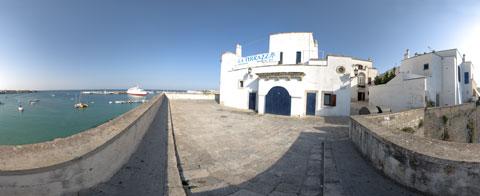 panoramica a 360° sul porto dalle mura di Otranto