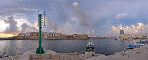 foto panoramica a 360° del porto vecchio di Gallipoli